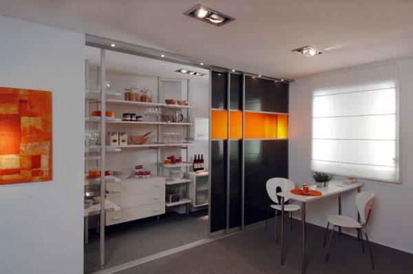 Пример раздвижных дверей на кухню