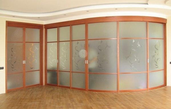 Радиусные двери для отделения углового пространства