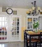 Двустворчатые двери на кухню