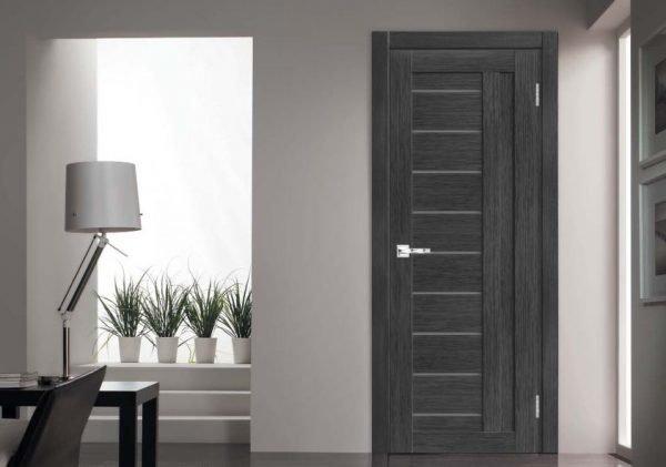 Дверь с искусственным шпоном в интерьере