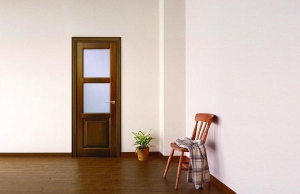 Филёнчатая дверь со стеклянными вставками