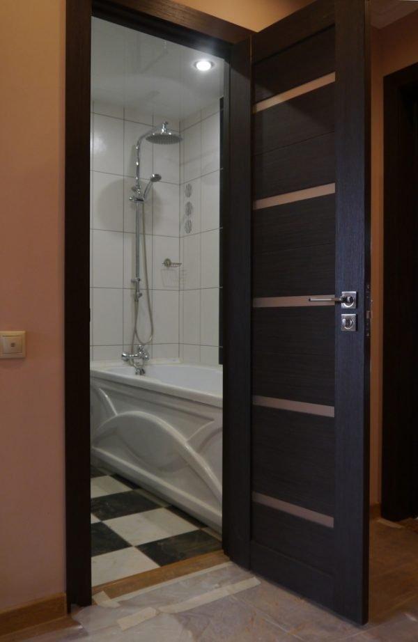 Дверь в ванную из экошпона
