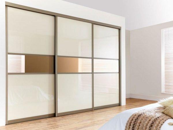 Зеркальные раздвижные двери зоны хранения