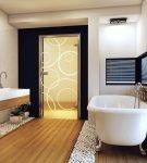 Зеркальная дверь в ванную