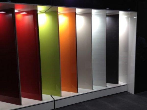 Разнообразие цветов глянцевых дверей