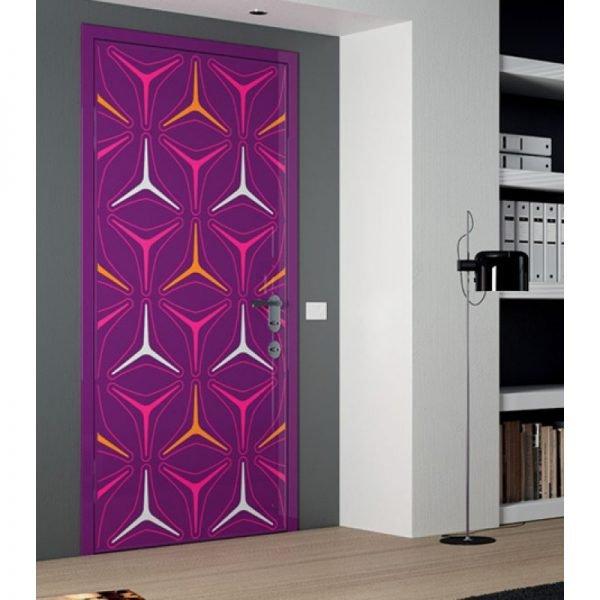 Глянцевая дверь с ярким цветным рисунком
