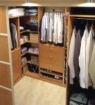 Раздвижные двери в компактную гардеробную