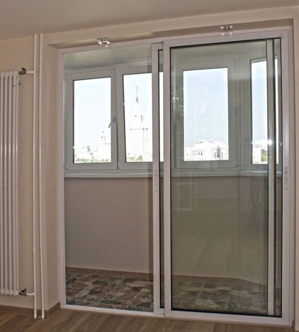 Стеклянная балконная дверь