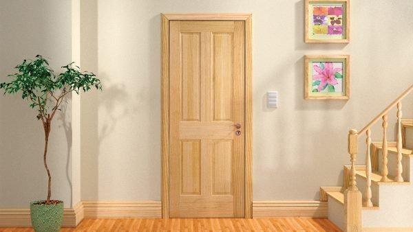 Двери из сосны в интерьере жилого дома