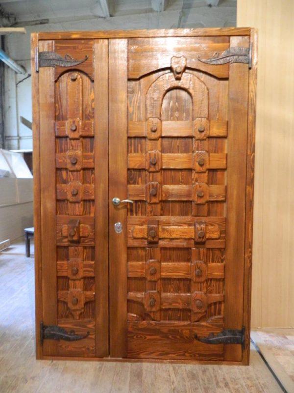 Входная дверь «под старину»