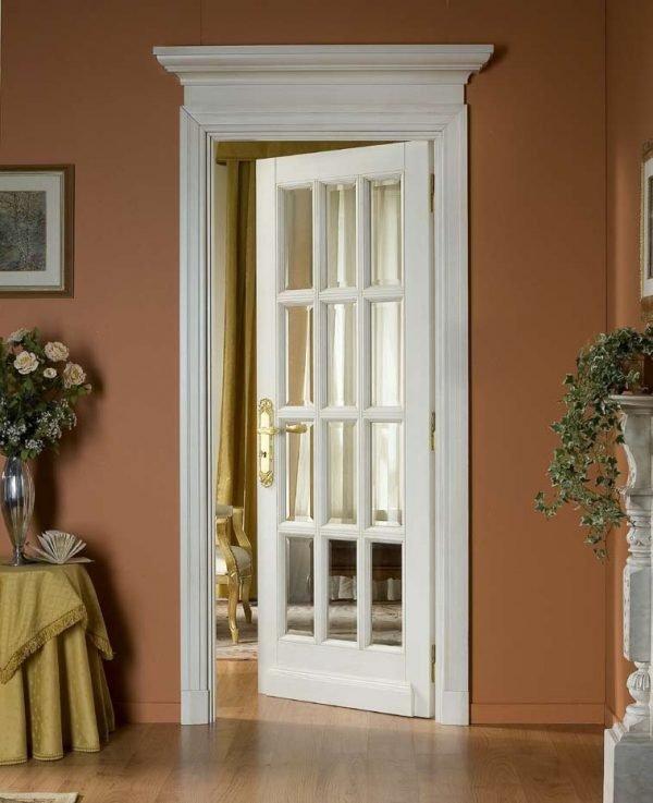 Одностворчатая распашная дверь с остеклением