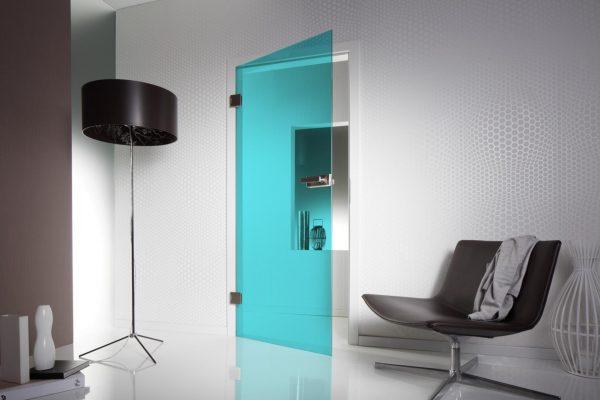 Голубая стеклянная дверь