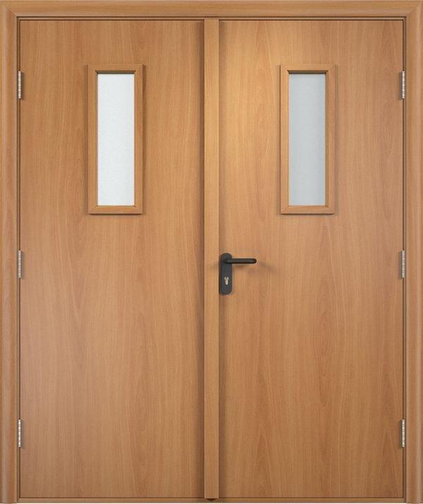 Двустворчатая деревянная дверь с притвором