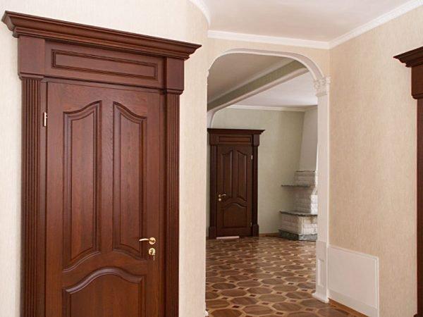 Двери из массива дуба в интерьере