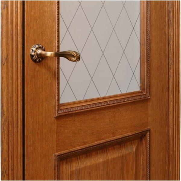 Двери из массива золотого дуба