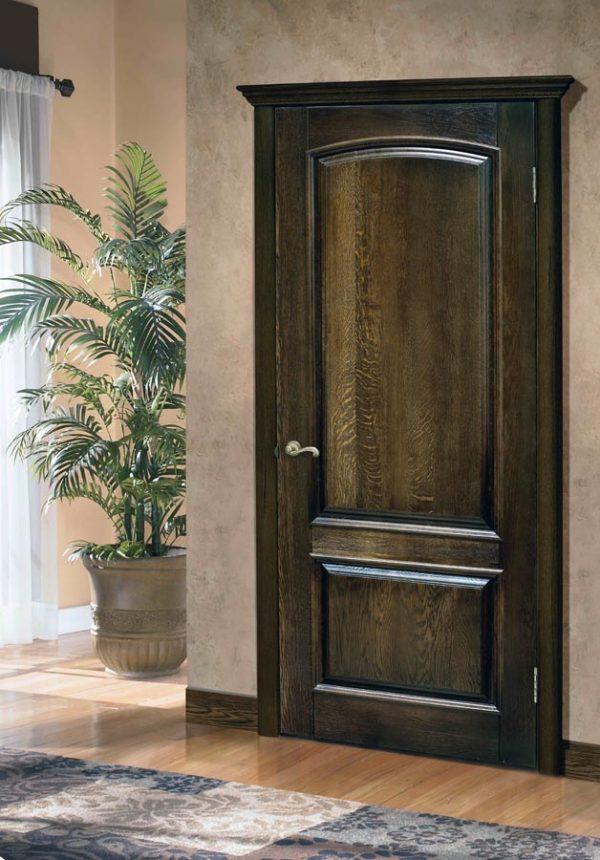 Двери тёмного цвета из дуба