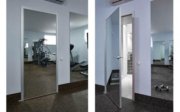 Зеркальные двери в спортзале