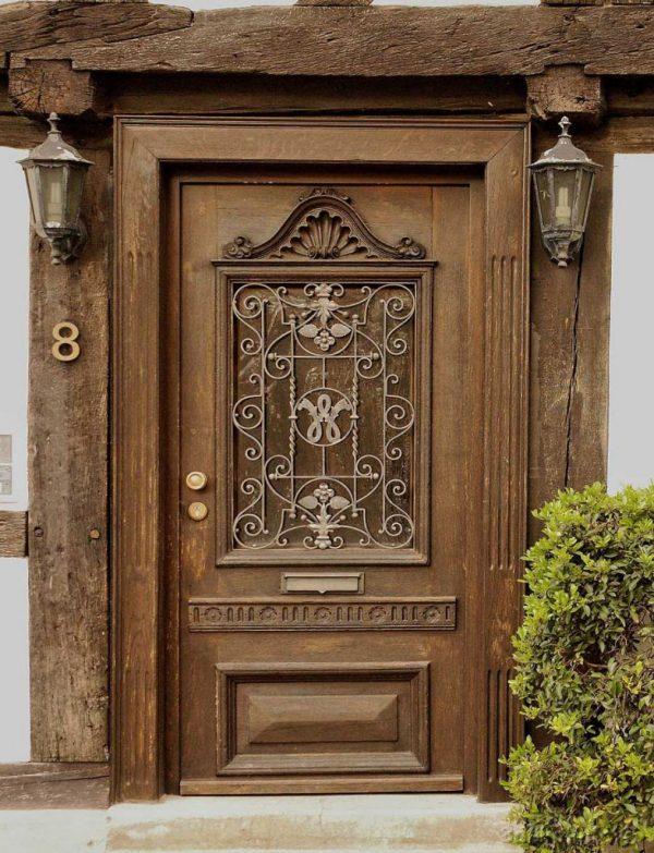 Дубовая дверь с резьбой