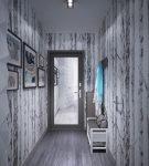 Зеркальная дверь в коридоре