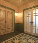 Двустворчатые широкие двери в доме