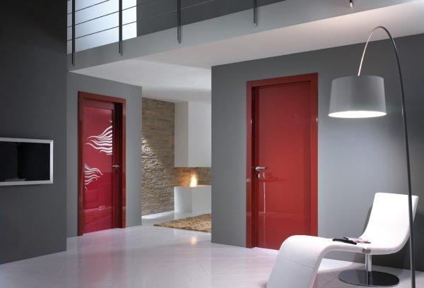 Распашные яркие глянцевые двери