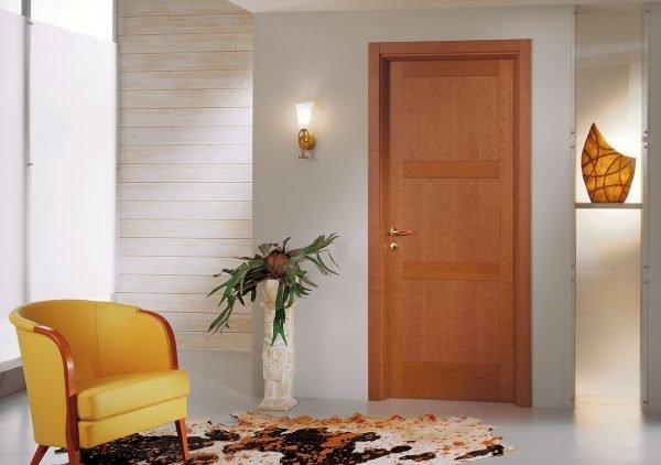 Дверь, покрытая ПВХ-плёнкой