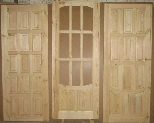 Деревянные двери перед установкой