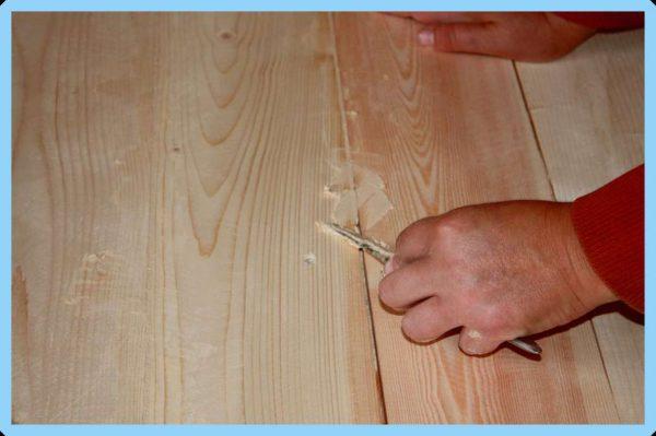 Устранение щелей в деревянной двери