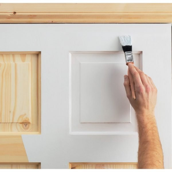 Окрашивание деревянных дверей