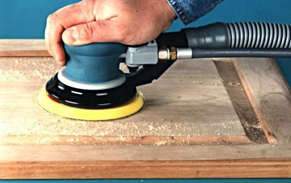 Зачистка деревянной двери