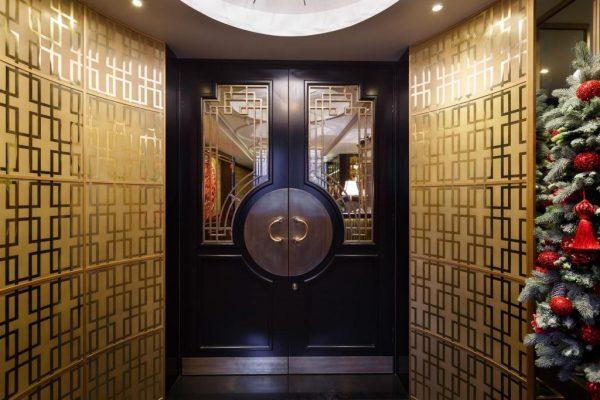 Двери в ресторан