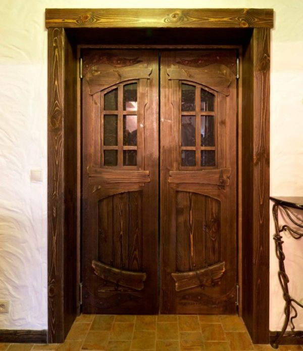 Деревянные двустворчатые двери