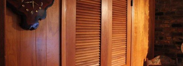 жалюзийные деревянные двери