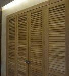 Деревянные жалюзийные двери гардеробной