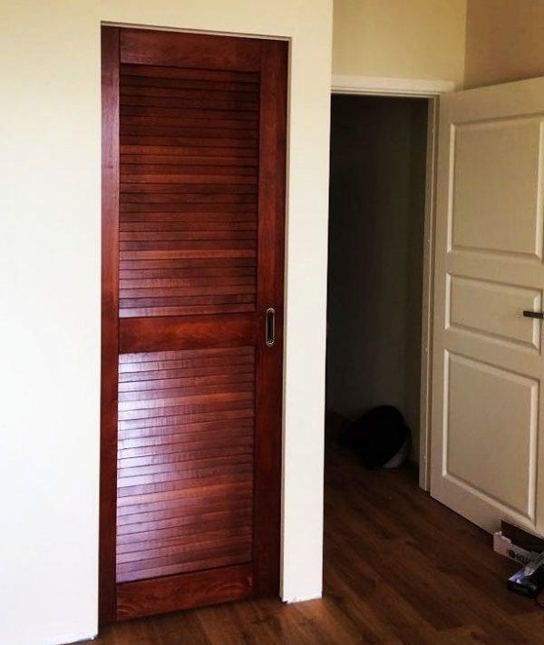 Жалюзийная дверь в кладовку
