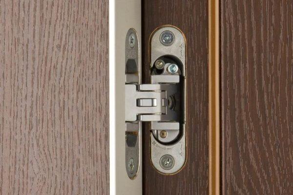Скрытые петли на двери в открытом виде