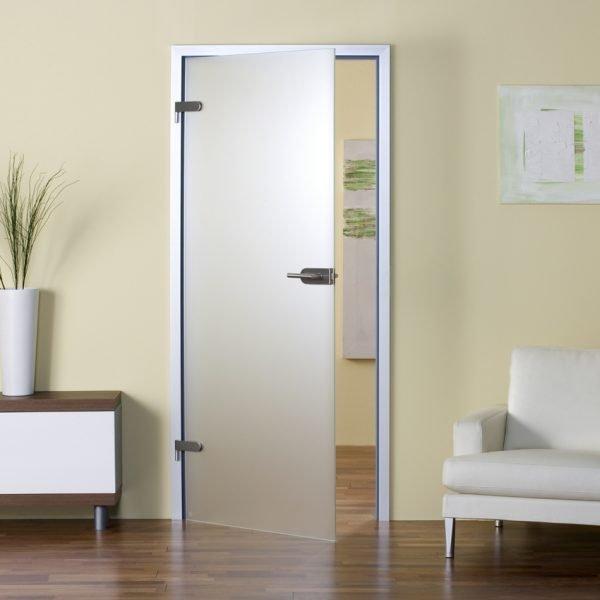 Одностворчатая стеклянная дверь распашного типа