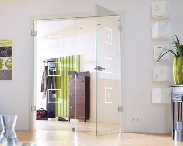 Двустворчатые стеклянные двери в доме