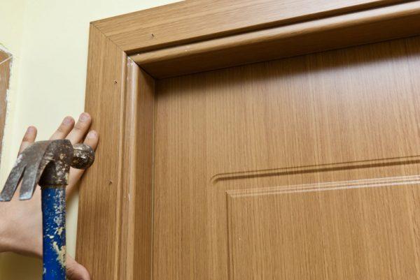 Выравнивание короба деревянной двери