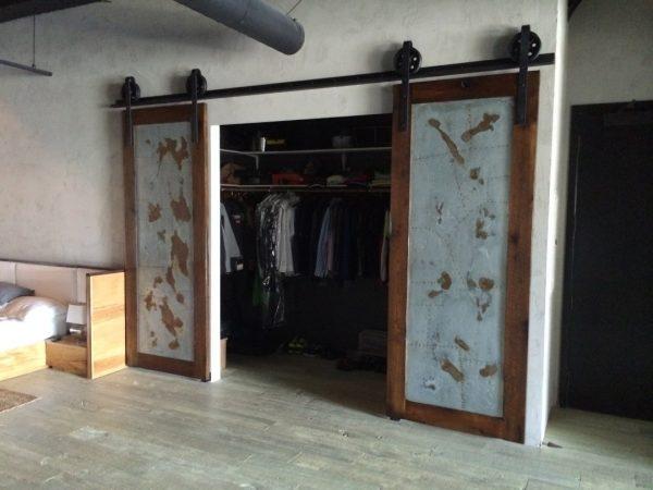 Амбарная дверь как створки шкаф