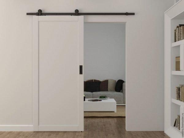 Покрашенная амбарная межкомнатная дверь