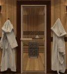 Вариант интерьера бани со стеклянной дверью