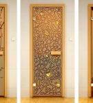 Примеры декора двери из стекла