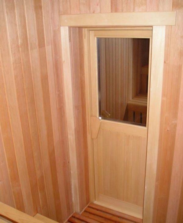 Банная дверь со стеклом