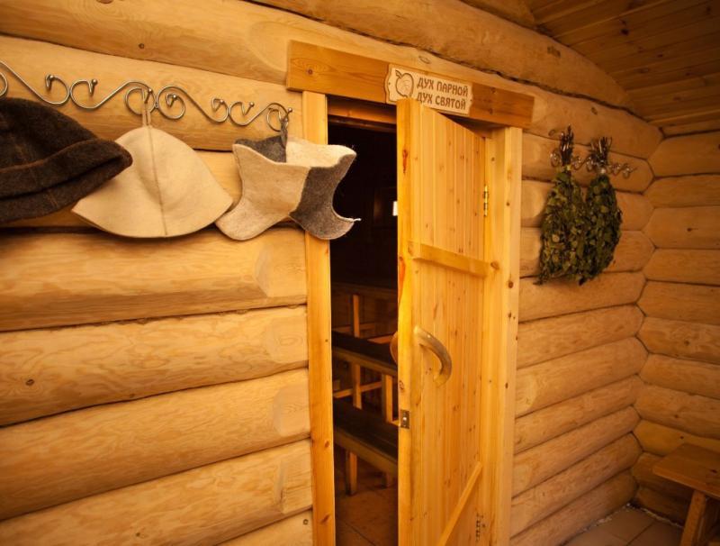 Как утеплить деревянную дверь в бане