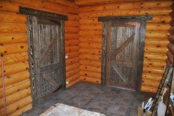 Двери с диагональными скрепляющими досками