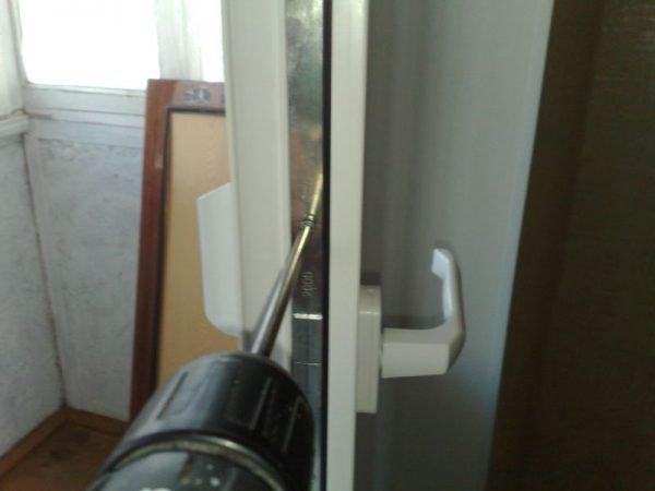 Торец пластиковой двери