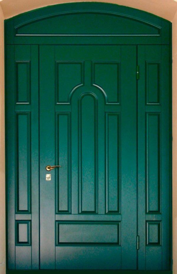 Филёнчатая входная дверь