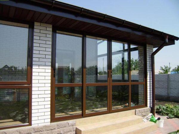 Алюминиевые двери на террасе