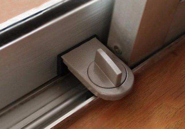 Стопор для алюминиевой двери